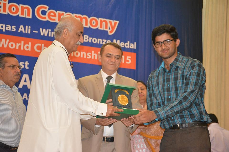 Getting Prize from Khursheed Shah