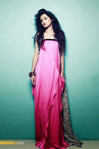Sajal ali hot pic 2015 in pink night wear