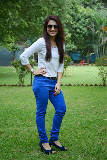 Aksha Pardasany in Blue Jeans and Spicy Top at Salim Movie Press MEet