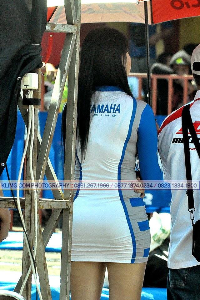 Bokong Bokong Indah Gadis Payung/ Umbrella Girl di Yamaha Cup Race 1 20 April 2014 Purwokerto