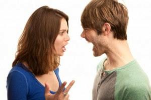 موضوعات تسبب المشاكل عند النقاش فيها للمتزوجين حديثا - رجل امرأة يتعاركان يتشاكلان يتشاجران - man woman fight
