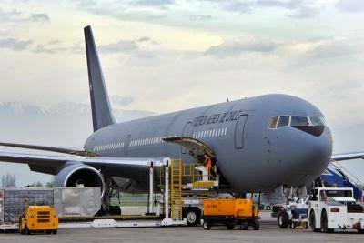 http://www.infodefensa.com/latam/2014/09/24/noticia-delta-techops-inspecciona-avion-presidencial-boeing-chile.html