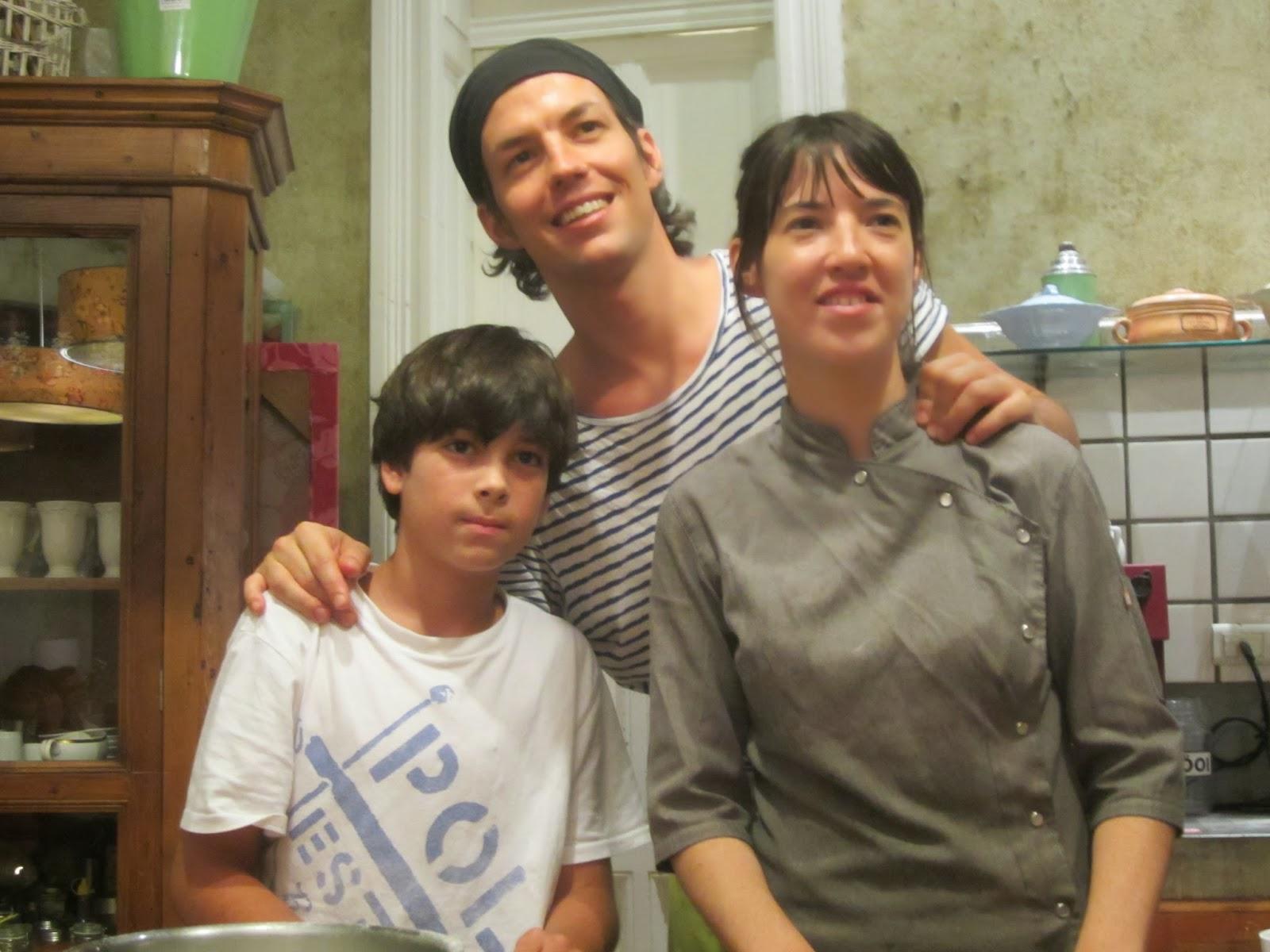 Pedro y Pia junto al mini chef