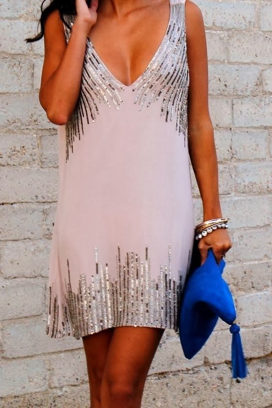 Amazing dress with silver lines and blue handbag