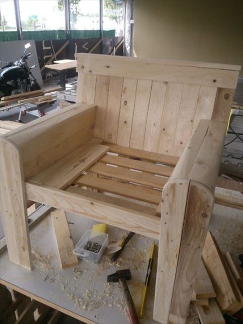 Wooden Pallets DIY Chairs