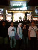 punclut+e Bandung, Suasana malam yang penuh gairah dan Surga para pencinta belanja