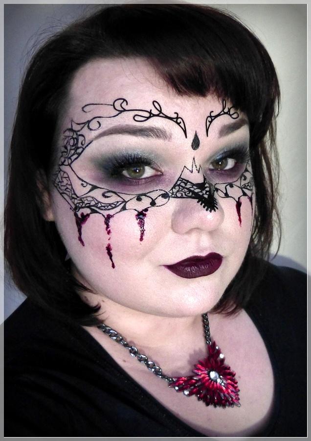 geschminkte Maske mit Kunstblut