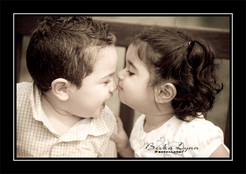 Cute Babies Girl And Boy Kissing Wallpapers