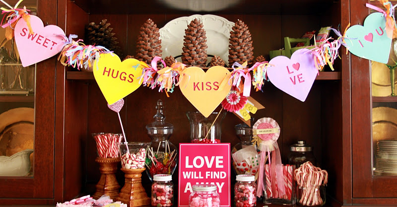 Love this Valentine's candy garland! It looks easy to make and makes a big impression!