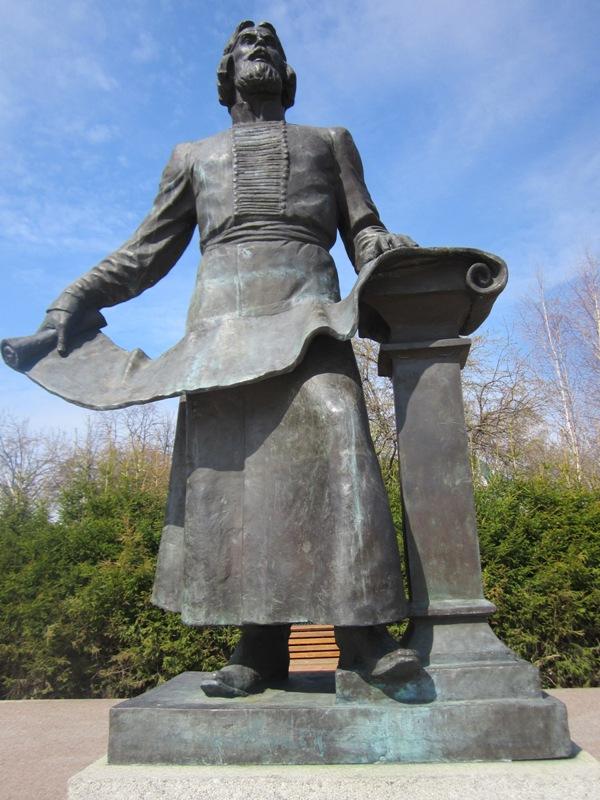 Мемориальный комплекс с барельефом в человеческий рост Сретенский бульвар