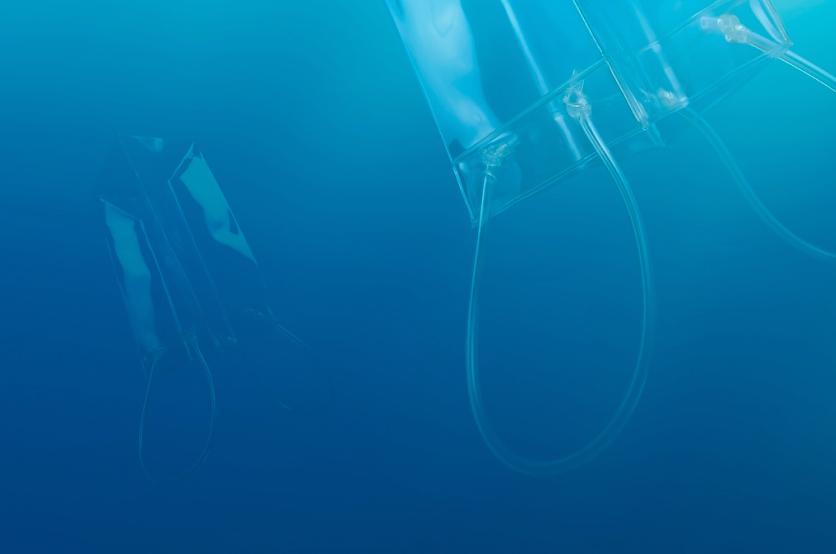 bolsas transparentes en mar