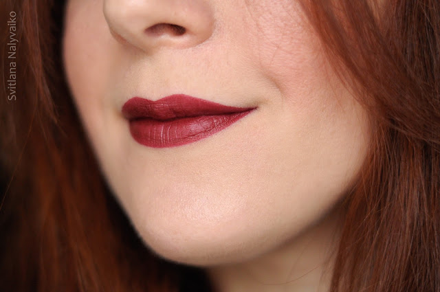 Помада Maybelline Color Sensational из серии Matte в оттенке 975 Divine Wine
