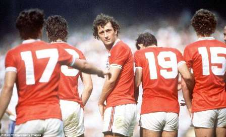 "0' 27"" (Bryan Robson) - England V France (1982)"