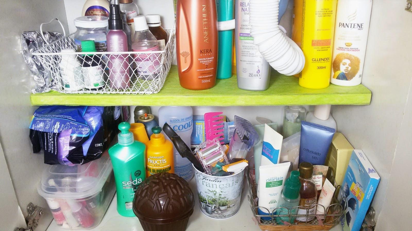 em um lugar onde eu já havia esquecido. O armário do meu banheiro  #B3AB18 1600 900