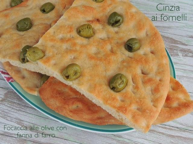 focaccia con farina di farro e olive