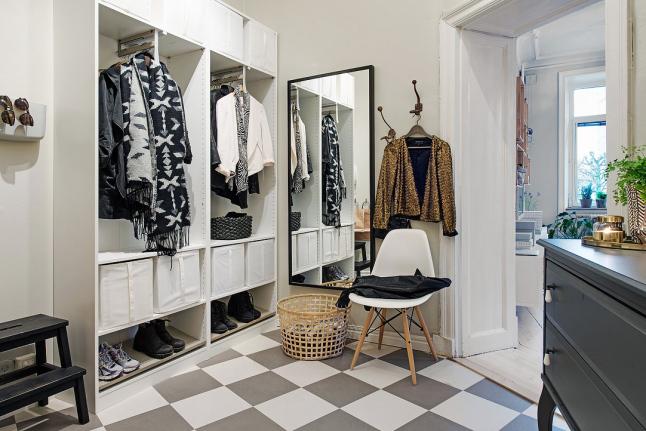 deco-pequeno-piso-vestidor-mas-es-menos-madera-blanco