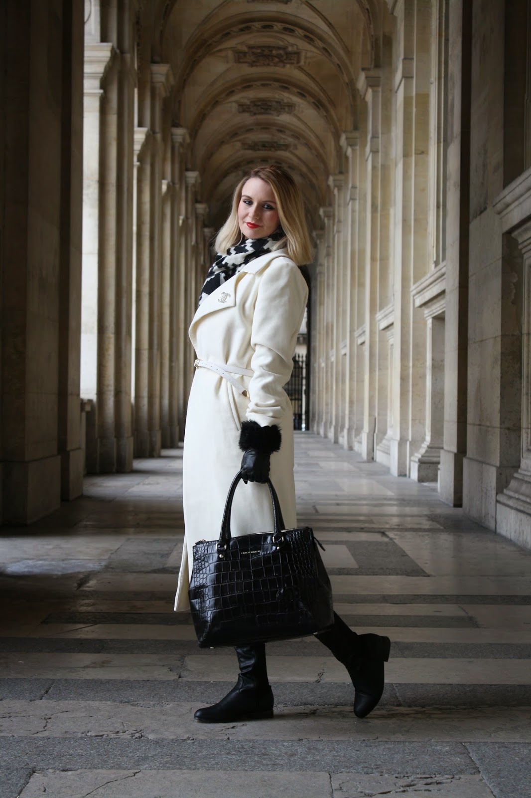 paris, monochrome, fashion blogger, paris 2015, chic, styling, stylist, mode madeleine, fashion blogger, maddie magpie