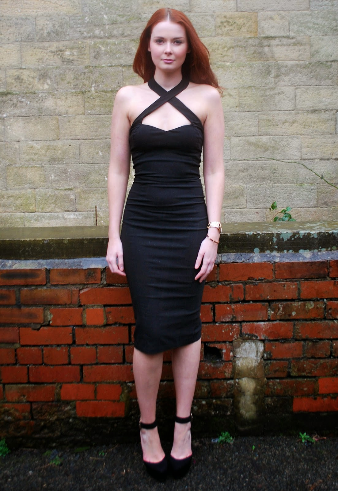 Stunning black fitted halterneck pencil dress perfect for occasionwear