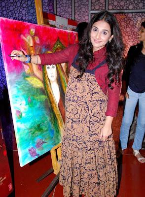 vidya balan at kahaani painting launch actress pics