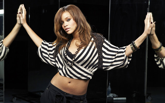 Rihanna HD Wallpaper