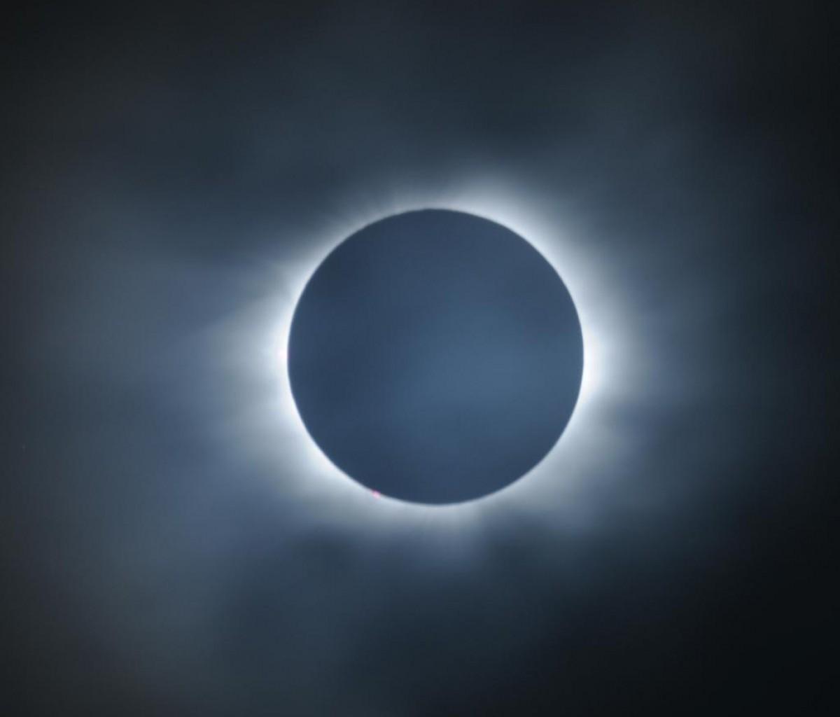 http://1.bp.blogspot.com/-m775SbW6NS8/TsGiH0_iadI/AAAAAAAAAYU/o_JqRMZG6O8/s1600/aku-aku-eclipse-1200x1024.jpg