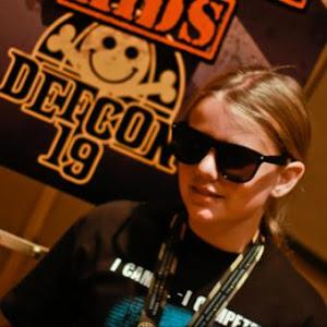 Foro en Cnet de la niña de 10 años, Cyfi, que ha descubierto una vulnerabilidad en juegos para móvi