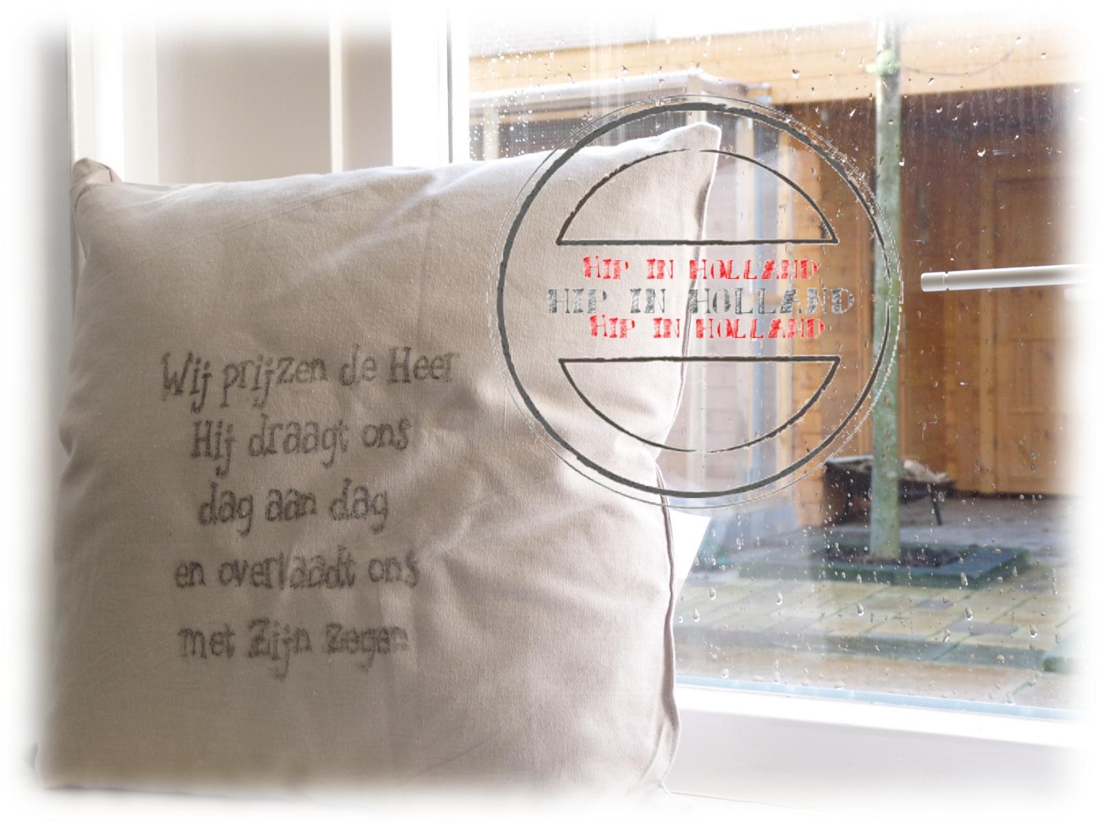 Hipinholland afdrukken van tekst op een linnen kussen