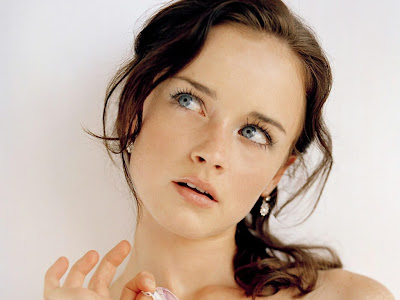 Hair Style Trends Makeup for Virgo Women Alexis Bledel-1