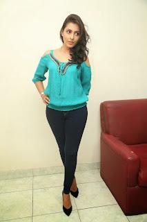 actress madhu shalini new pics hd (7)