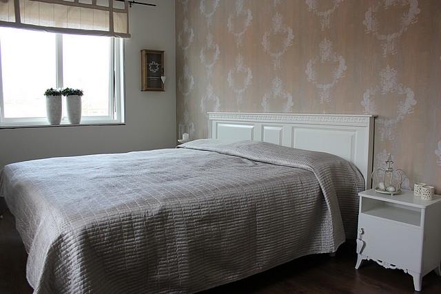 Renovera med mera från dröm till verklighet Sänggalvel av en gammal dörr!