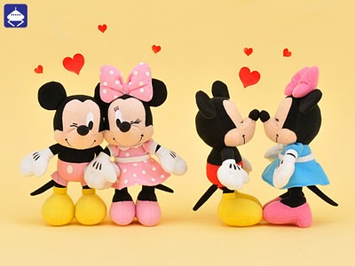 One Of Their Latest Collection Is Mickey And Minnie Valentine Cards Which Displays The Cute Cartoon Couple To Match With Theme Love Romance On