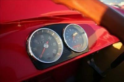 speed meter of donald duck's car