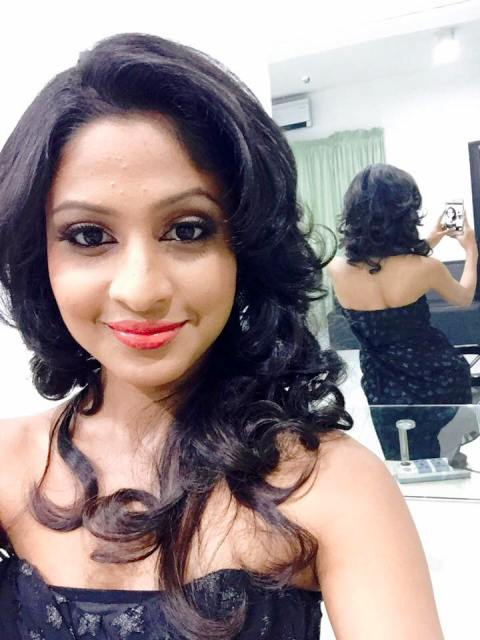 Sachini Ruwanthika front and back selfie