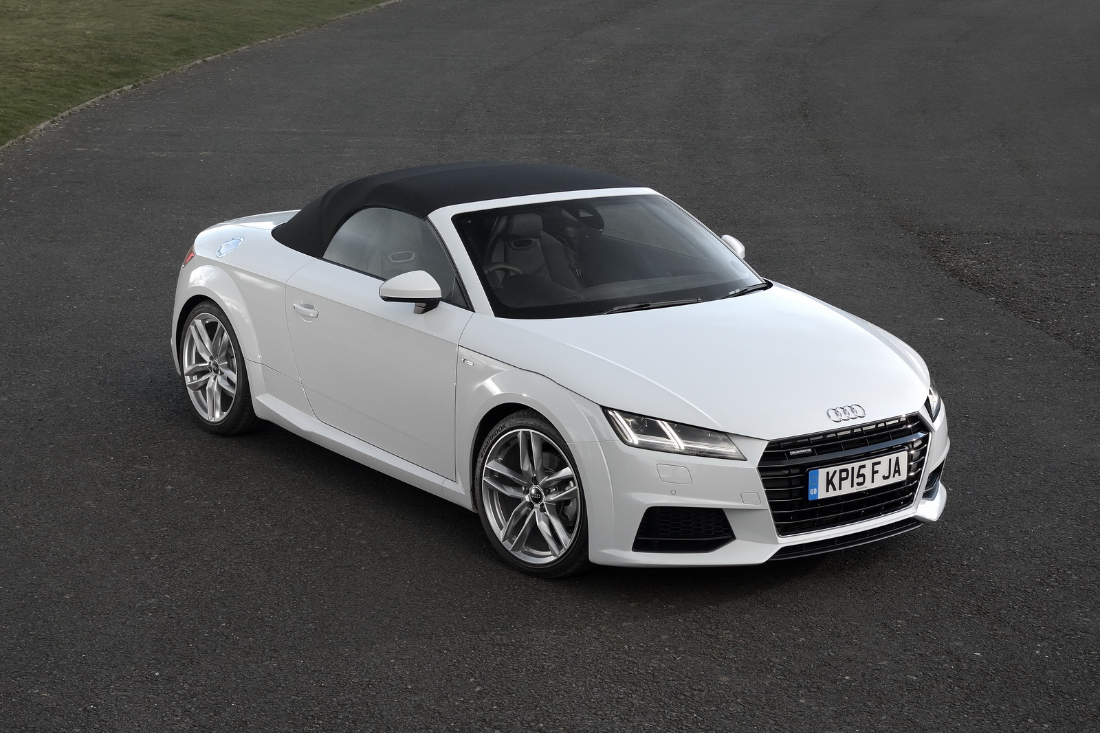 we drive audi 39 s new topless tt no roof more fun carscoops. Black Bedroom Furniture Sets. Home Design Ideas