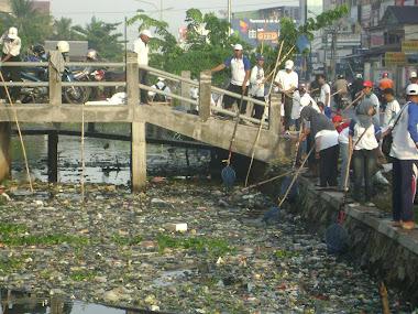 """Indonesia Bersih"" Dinas PU Perairan Kalimantan II dan Warga Kelurahan Kuripan"