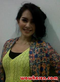 Foto telanjang Kartika Putri Terbaru 2013 [HOT]