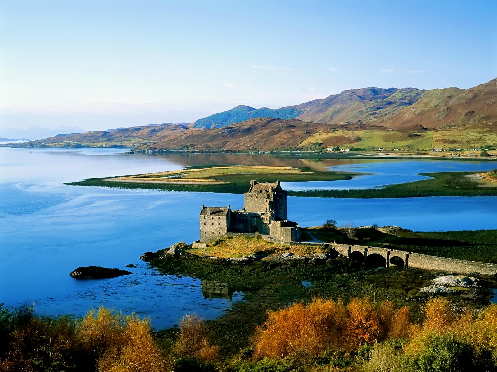 http://1.bp.blogspot.com/-m9DyXFZIhcg/Ttz2NN2_1fI/AAAAAAAAAqU/FkLr04E7Kg4/s1600/eilean+donan-castle-scotland-wall-inkbluesky.png