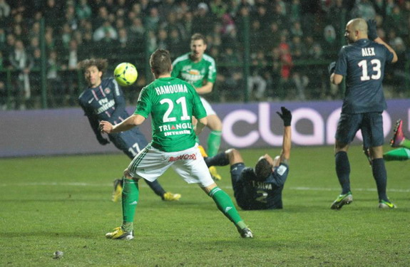 François Clerc scores the equaliser for Saint-Étienne against Paris Saint-Germain
