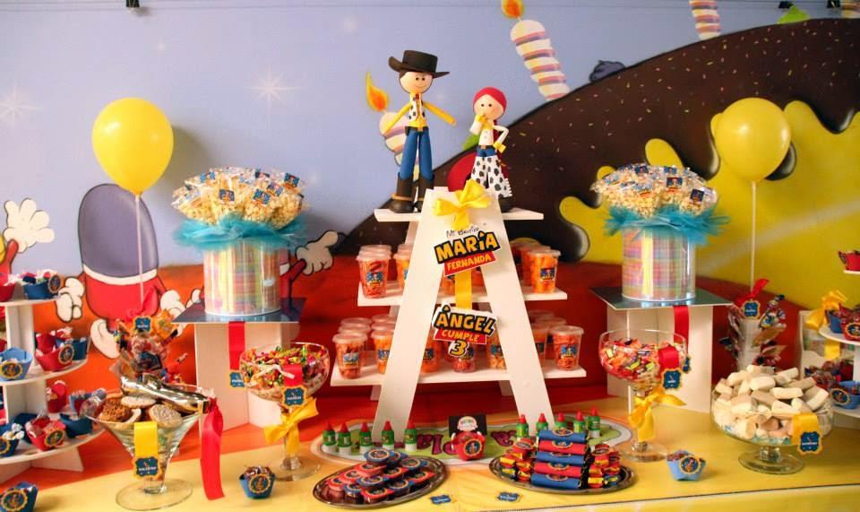 Mesa de dulces y botanas Toy Story