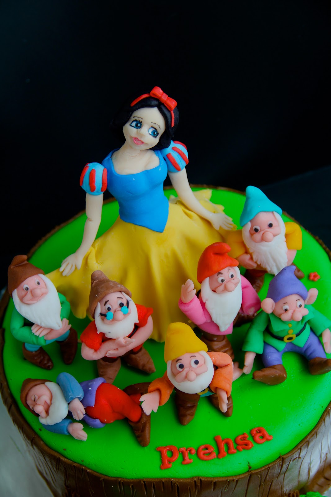 Ema S Creation Snow White And The Seven Dwarfs Cake