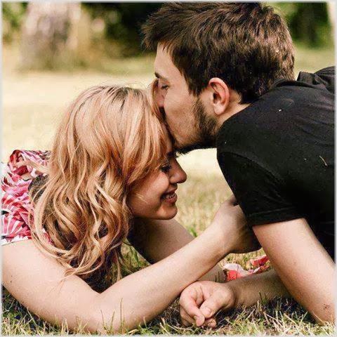 قبلة على الجبين - صور رومانسية بوستات حب للفيس بوك كلمات الحب