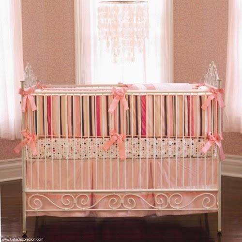 décoration lit de bébé