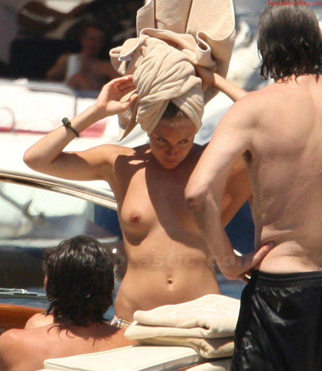http://1.bp.blogspot.com/-m9_NkAC5kk8/T_qUWjqwLrI/AAAAAAAAF4w/RbfCJPkD7a0/s1600/sienna-Miller-caught-topless-on-yacht-004.jpg
