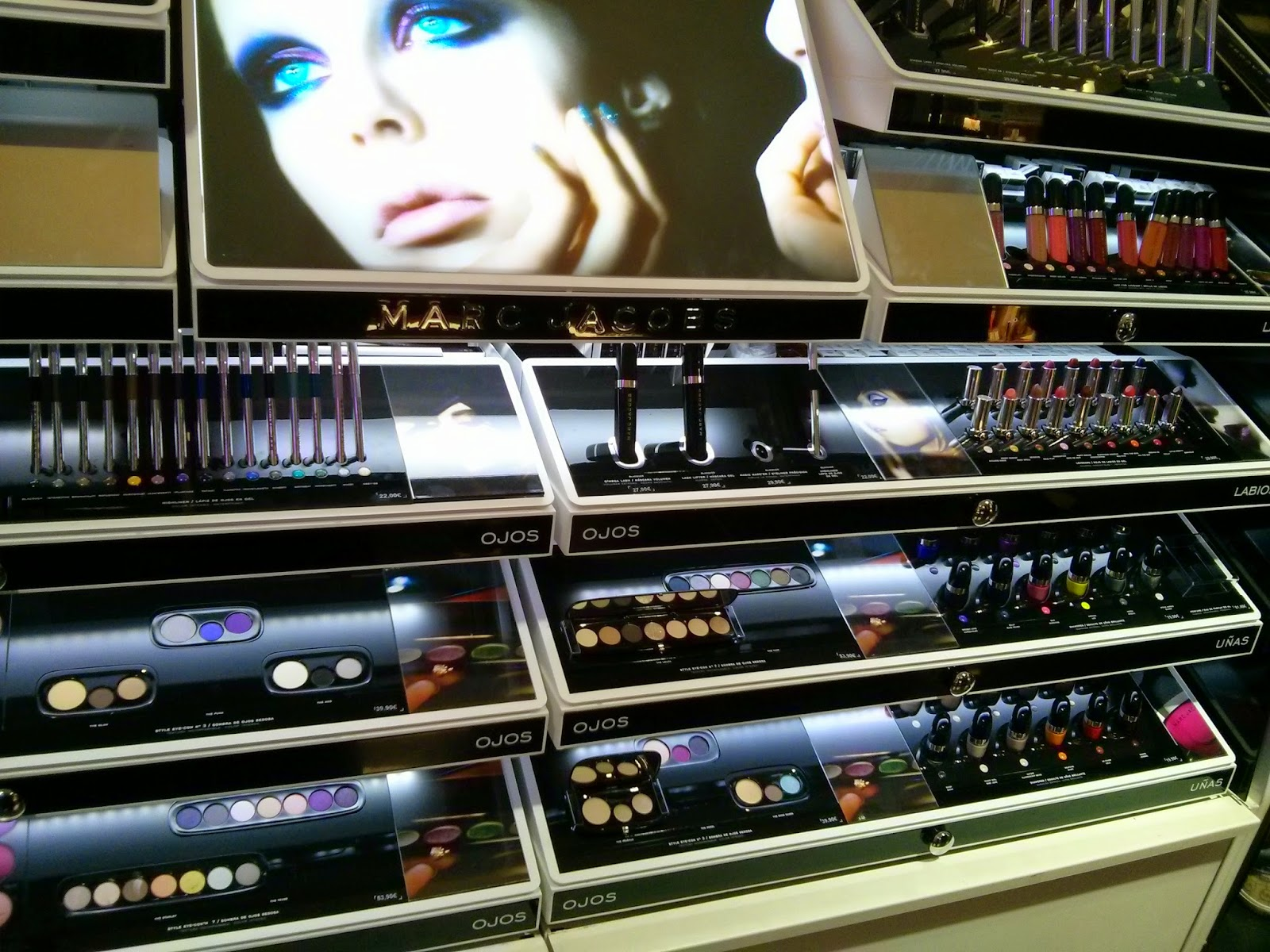 VipandSmart Marc Jacobs Beauty expositor