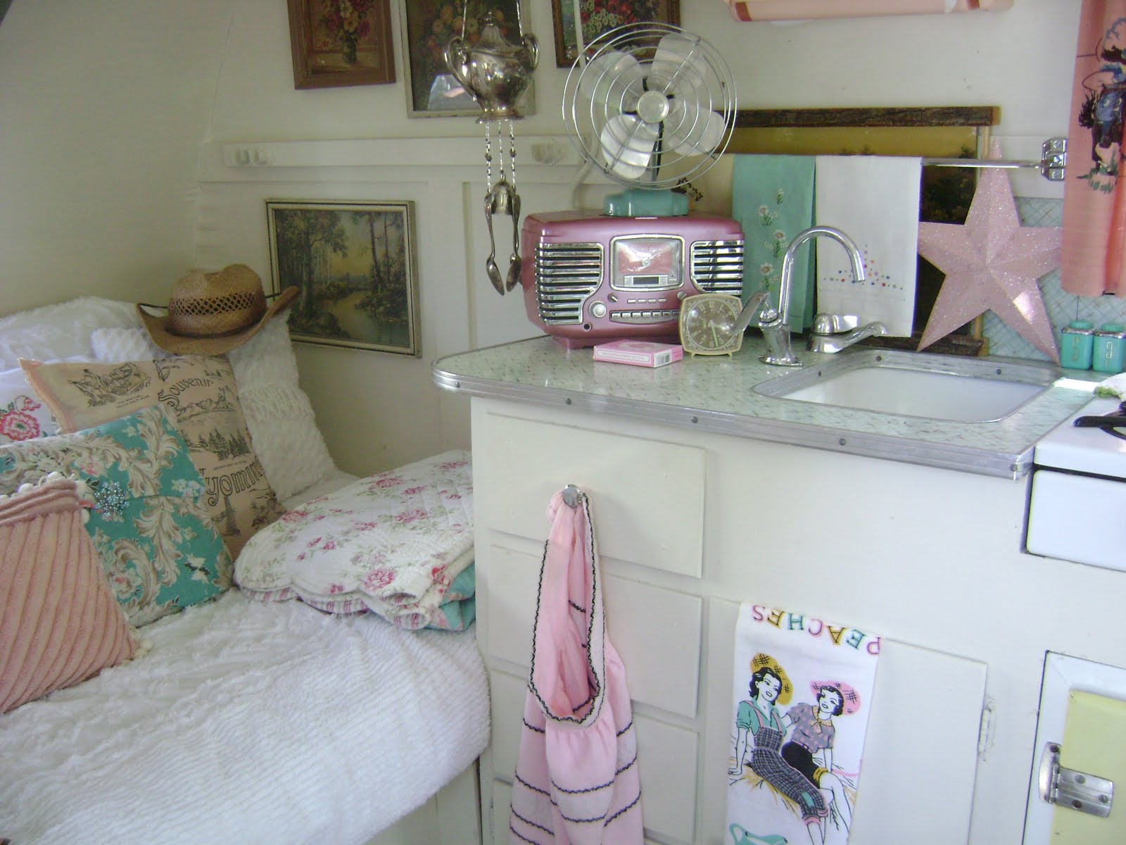 how to decorate a travel trailer