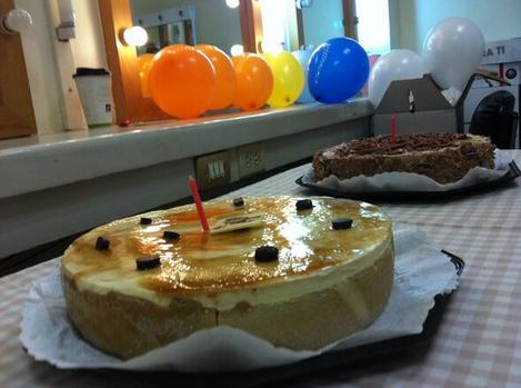 Pasteles, globos... en el festejo del cumpleaños de Marisol del Olmo ...