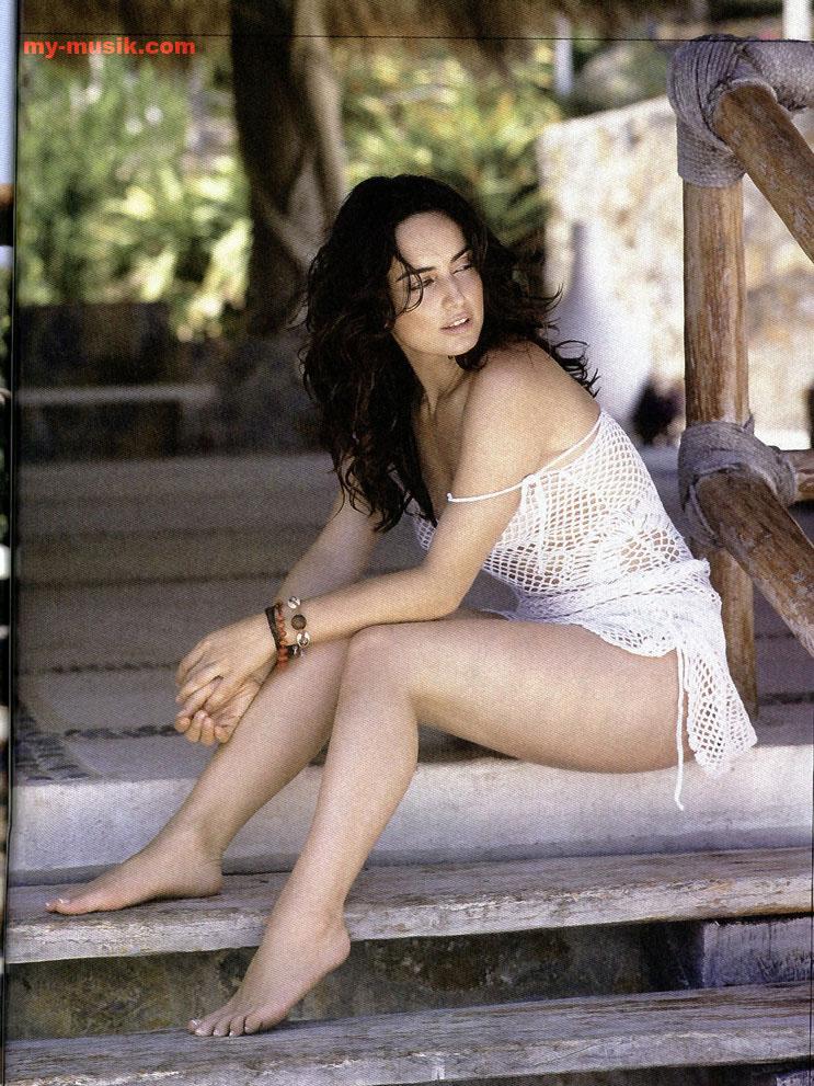 Ana de la Reguera sexy legs, Ana de la Reguera hot legs, maxican actress hot legs