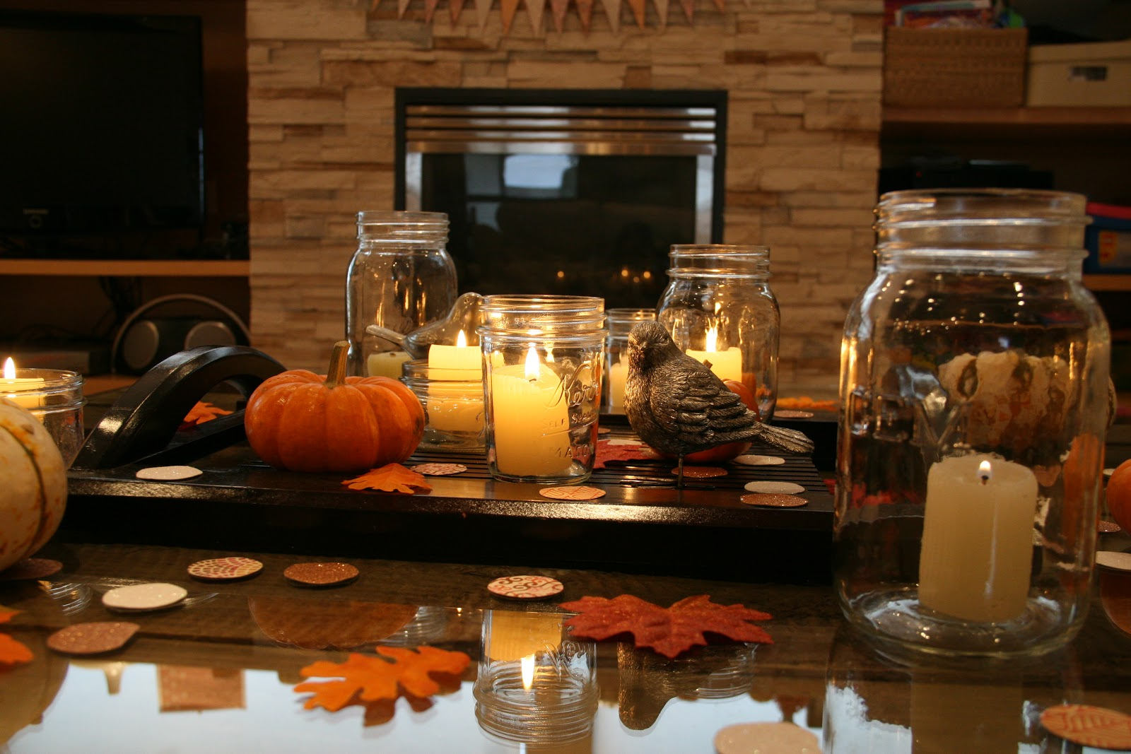 The joy in the middle fall party decor for Bougies decoration table