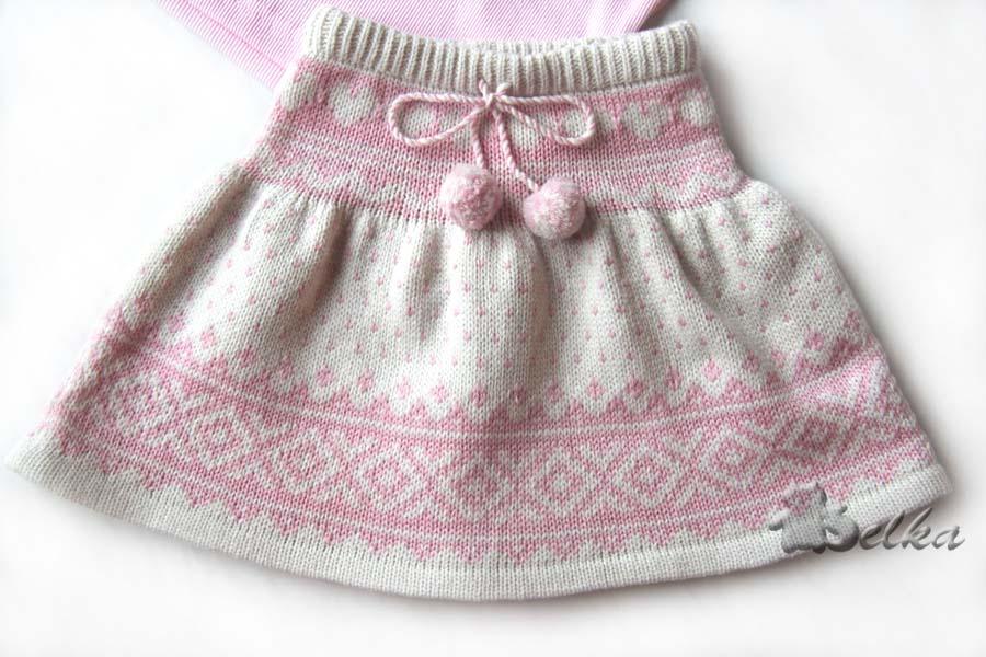 Вязать ее просто, начинающие вязальщицы тоже могут обзавестись этой стильной Вязаная детская юбка в складку спицами