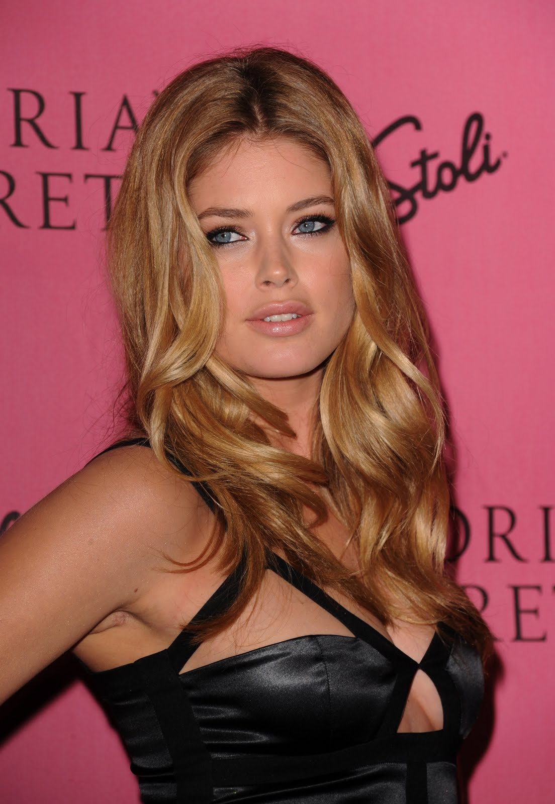 http://1.bp.blogspot.com/-mArKJ5SFOIw/S-zY5TVMAxI/AAAAAAAAHuo/Do1lCz7BX90/s1600/Doutzen+Kroes+%25E2%2580%2593+Victoria%25E2%2580%2599s+Secret+5th+Annual+%25E2%2580%259CWhat+is+Sexy%253F%25E2%2580%259D+Event3.jpg
